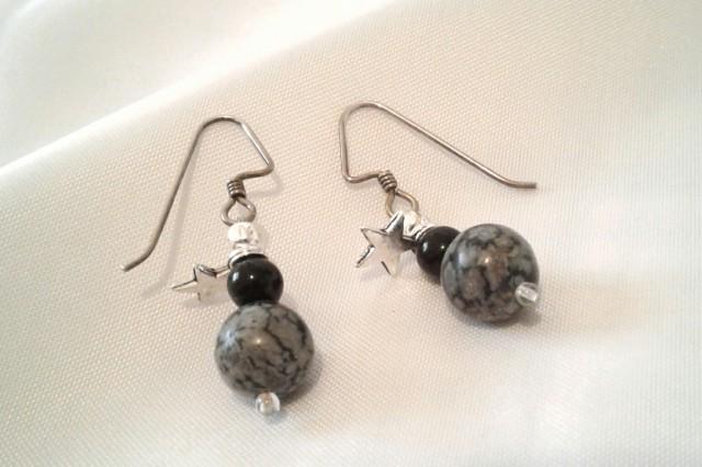 Snowdrop dangle earrings